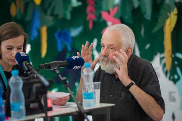 Živé vysílání radia Vltava - rozhovor s Mikem Leighem
